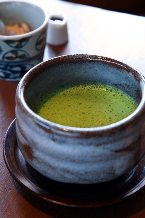 「神楽坂 茶寮」の人気メニュー「抹茶ラテ」