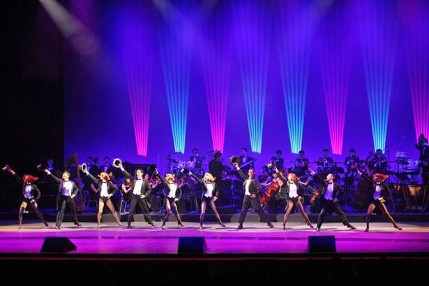 ダンサーが繰り広げる、迫力満点のパフォーマンスに釘付け!