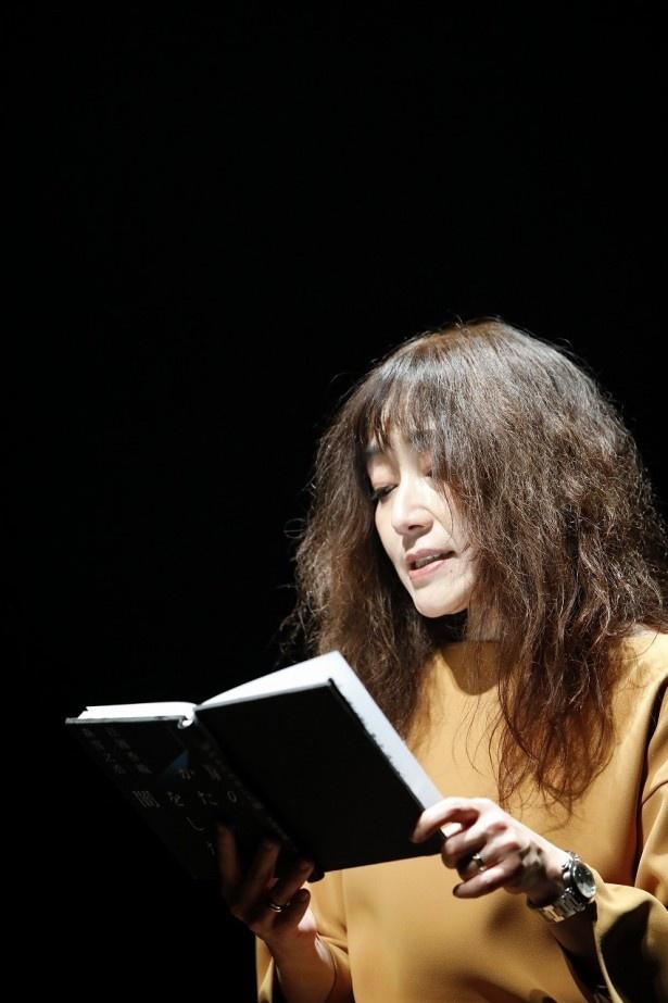 ヒット作を多数生み出し続ける女流作家・江國が思いを込めて朗読