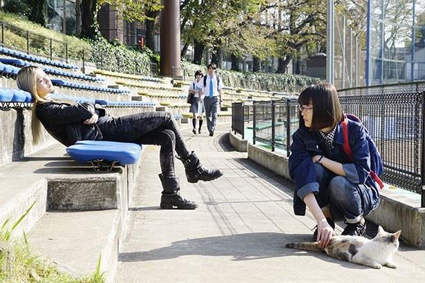 【写真を見る】「モノを消す」能力者の村瀬陽香と「記憶操作」能力者の岡絵里