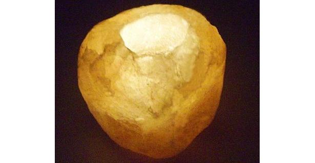 こちらは「ナチュラル岩塩キャンドルホルダー」
