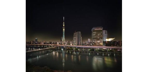 隅田川の水面に映える「粋」ライトアップ
