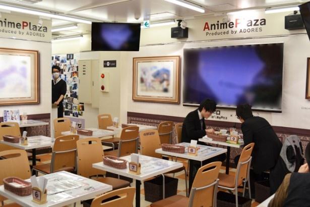 コラボしているアニメの上映や展示などが楽しめる「AnimePlaza秋葉原店」の店内