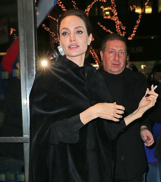 アンジェリーナがMon Guerlainの新フレグランスの広告でモデルに