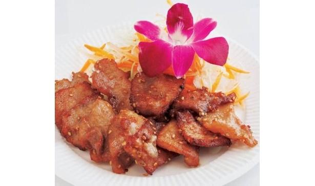 鶏肉のナンプラー揚げ(500円)は、ナンプラー入りのタレにつけた豚肉をカリカリに揚げたもの。濃厚でスパイシー!