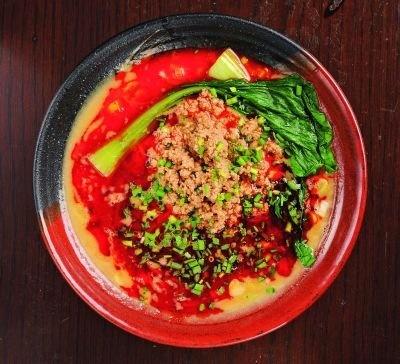 「坦々麺&カレー」は、味もボリュームも大満足!(1200円/北斗辛軒)