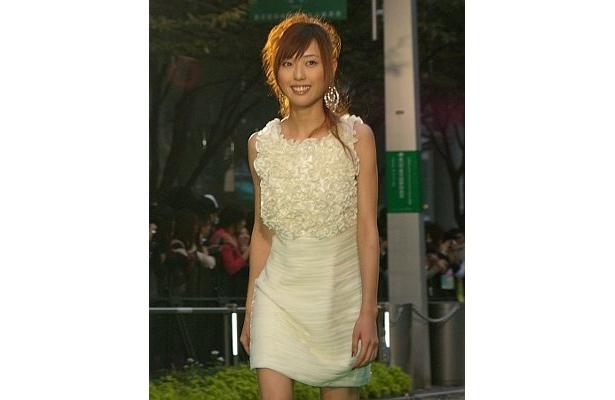 『大洗にも星はふるなり』の戸田恵梨香はアイボリーのミニワンピがかわいい