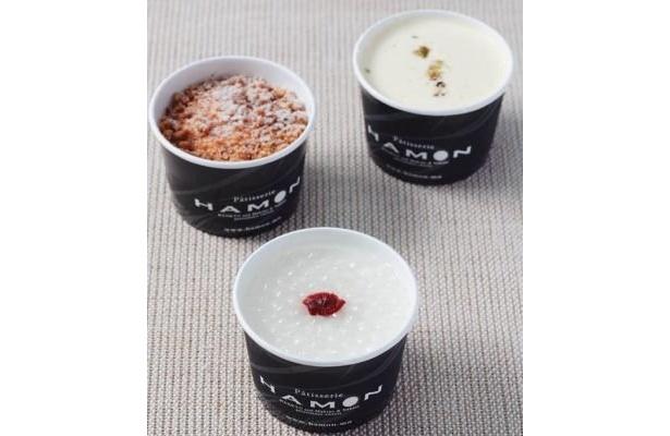 「HAMON」の売れ筋ベスト2の、HAMONプリン(各294円)。タピオカ入りのフルーツ杏仁、砕いたクッキー生地の食感がいいソコラ、甘さ控えめのミルクの3種類