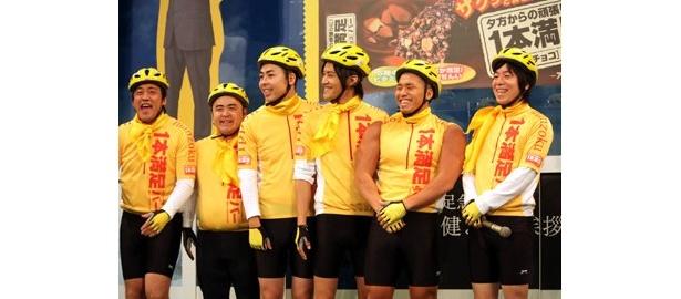 自転車でオフィスにデリバリーしてくれる若手芸人たち。テンゲン、ケチン・ダ・コチン、キューティー上田、THE 石原、EE男、ひょろりんず