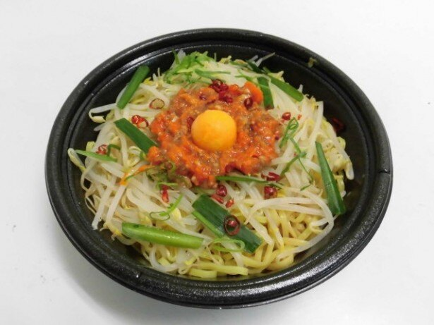 ピリ辛で、麺も野菜もたっぷりの台湾まぜそば
