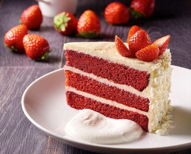 【写真を見る】「California Pizza Kitchen」の「Red Velvet Cake+TOCHIOTOME」」(842円)