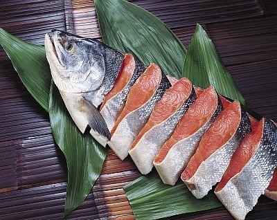 北海道根室産原料 新巻鮭姿切身(M、4980円)