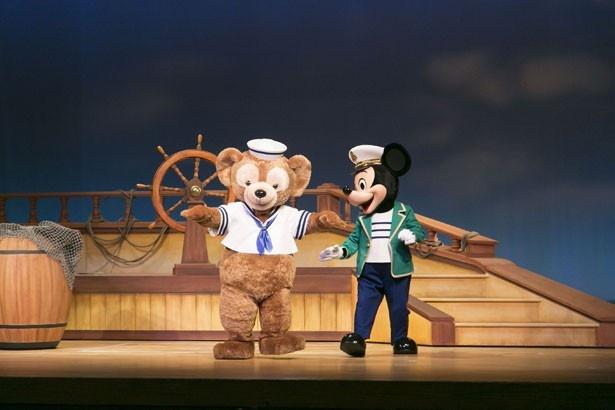 ミッキーマウスもダッフィーも、ジェラトーニを紹介できることを楽しみにしている模様