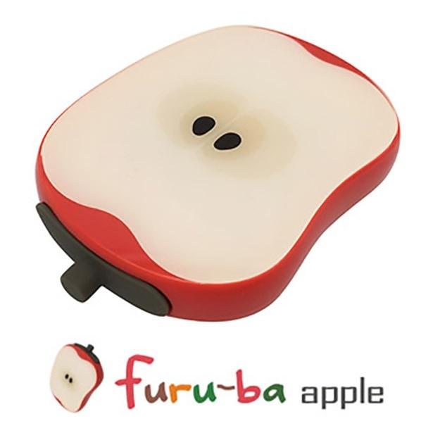 【写真を見る】思わずかじりついてしまいそうなリンゴ型のモバイルバッテリー