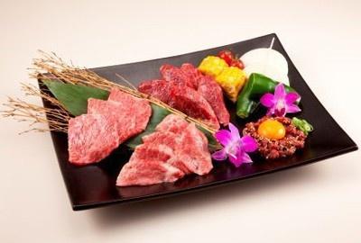 見ているだけでヨダレが出てきそうな高級肉の数々… 「近江牛卸問屋 激〜GEKI〜」より