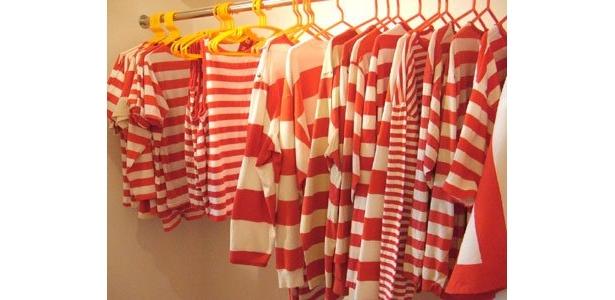 クローゼットの中は、もちろん赤白ボーダー服がぎっしり