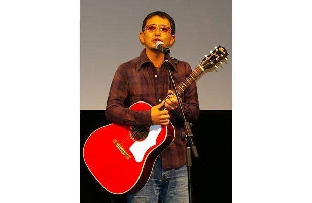 音楽アドバイザーの奥田民生が3つの新曲を書き下ろした