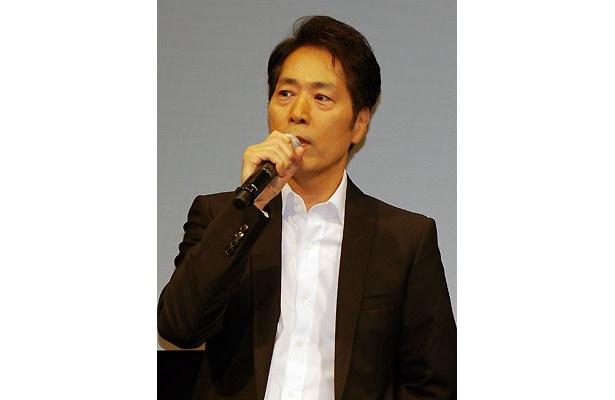 ナゾの資本家役を演じる稲垣潤一(ドラム担当)