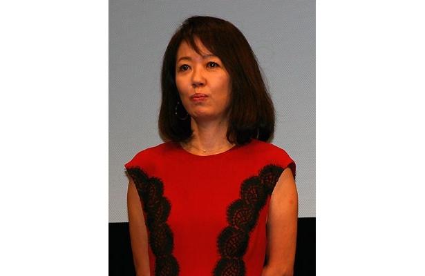 竹中扮する主人公を支える妻役の浅田美代子「現場では笑いをこらえるのに苦労しました」