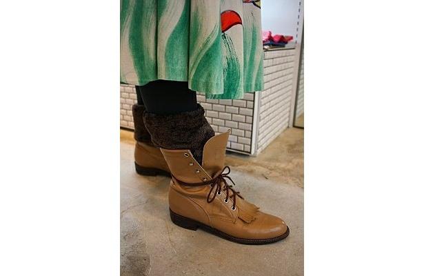ブーツから出す履き方は、男女共に人気だそう